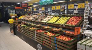 Dyskonty z promocjami letnich owoców i warzyw - malin, szparagów, arbuzów