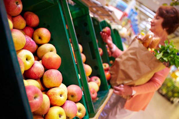 Co Polacy tak naprawdę myślą o tanich jabłkach z marketów?
