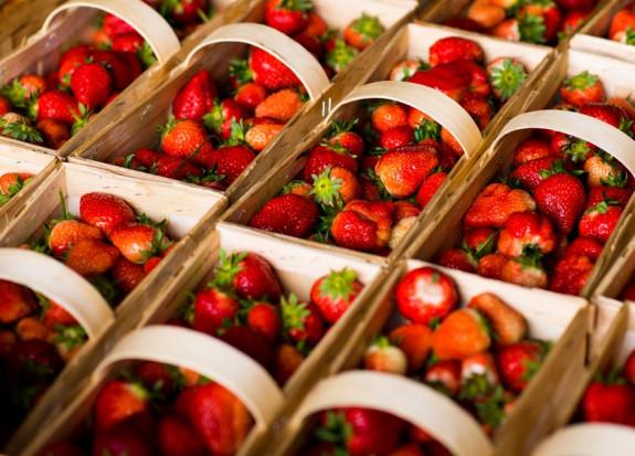 Giełda Goławin: Jakie ceny truskawki deserowej i na skupie?