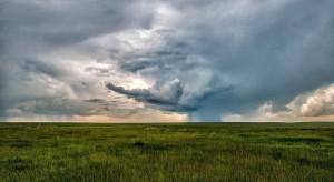 IMGW: burze na północnym wschodzie, wraca upał na zachodzie