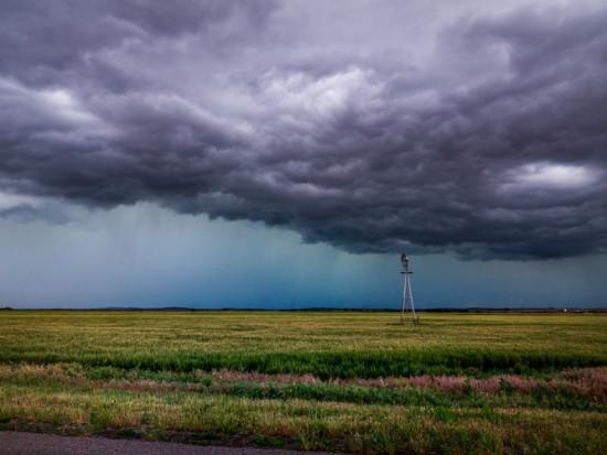 RCB ostrzega przed burzami, silnym wiatrem i ulewnymi deszczami