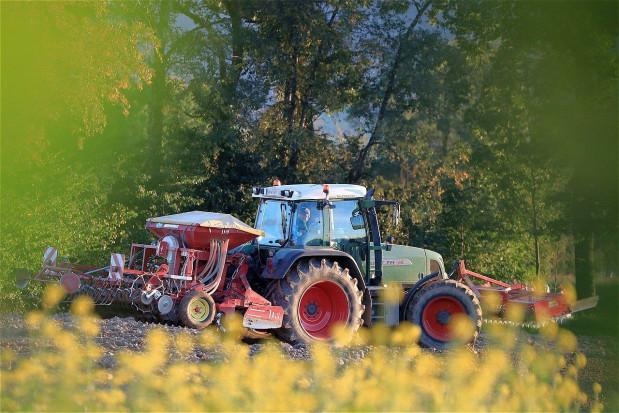 Czerwiec kolejnym miesiącem dobrej sprzedaży nowych ciągników rolniczych