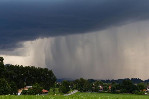 IMGW: w piątek silne burze i upały, od soboty spokojniej