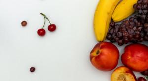 Bób, pomidory, maliny, borówki - ceny w gazetkach Lidla i Biedronki