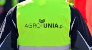 Na zakończenie protestu AgroUnii przed kościołem w Srocku rozrzucono obornik