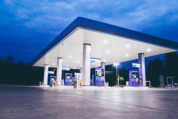 Lato jest okresem relatywnie wyższych cen paliw przez wzrost popytu
