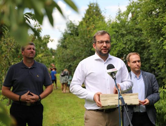 Minister rolnictwa zachęca do samozbiorów