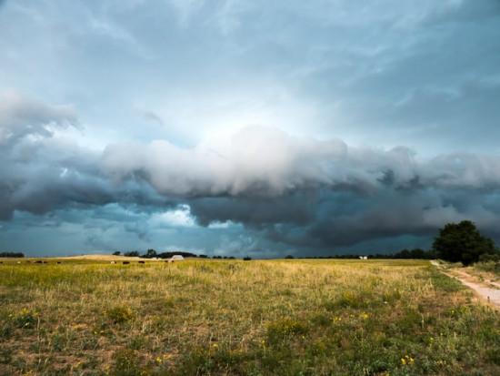 IMGW ostrzega przed upałem i burzami z gradem