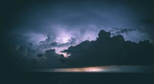 IMGW: w poniedziałek 2.08 niewykluczone burze