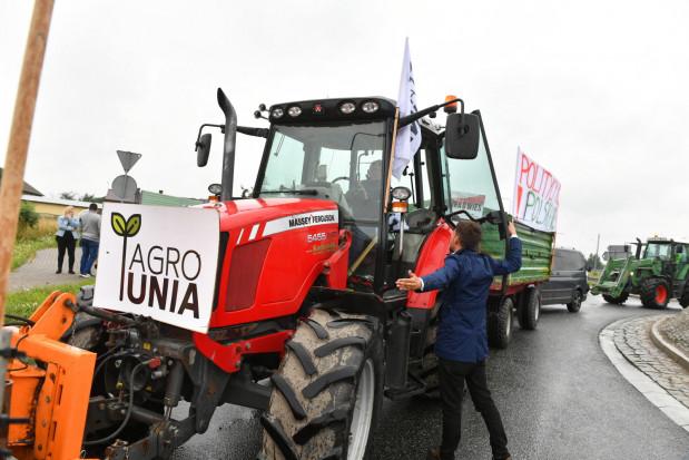 AgroUnia: paraliż i blokady dróg w całym kraju