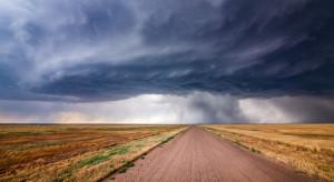 Burze z gradem w 12 województwach, na południowym wschodzie upał