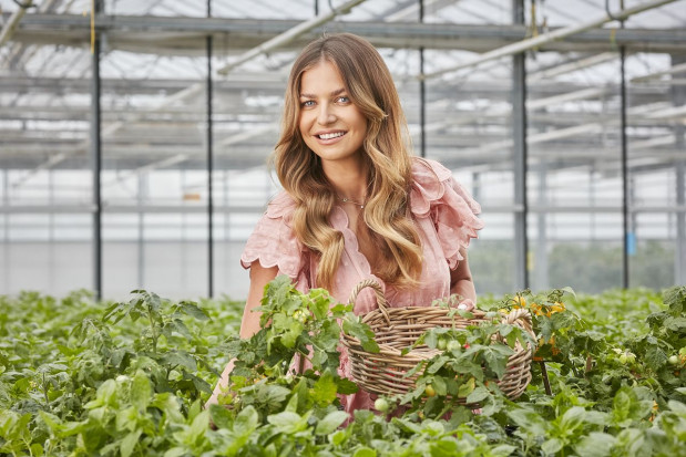 Anna Lewandowska inwestuje w uprawę ziół i warzyw eko w szklarniach