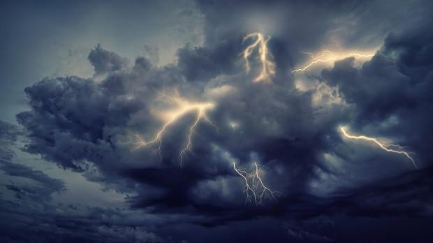Pogoda: W sobotę deszcz i burze z gradem w zachodniej części kraju