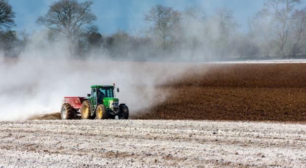 Wapnowanie gleb coraz chętniej stosowane przez rolników