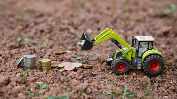 GUS: 3819 zł - przeciętny dochód z pracy w gospodarstwie z 1 ha