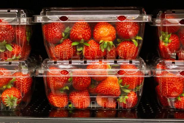 Posłowie chcą zakazu sprzedaży owoców i warzyw w plastikowych opakowaniach