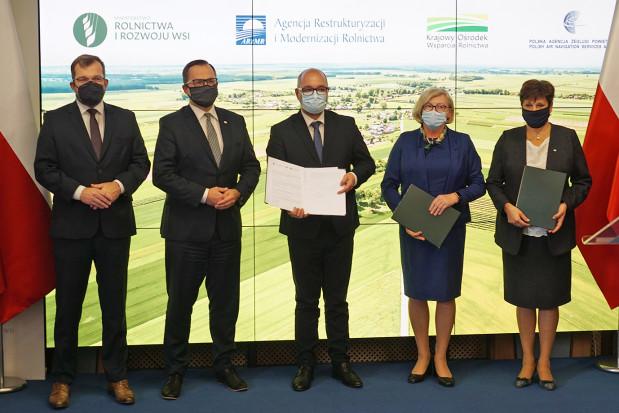 MRiRW: Podpisano umowę w sprawie wykorzystania dronów w polskim rolnictwie
