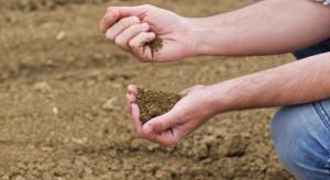 Projekt noweli o ochronie gruntów rolnych i leśnych wraca do komisji