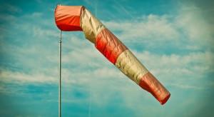 IMGW ostrzega: silny wiatr niemal w całym kraju